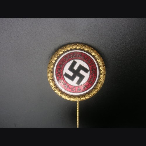 Gold Party Badge- 30mm Deschler