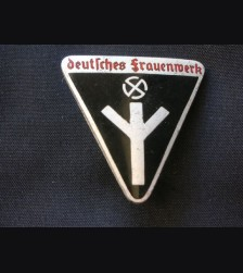 Deutsches Frauenwerk Badge # 1503