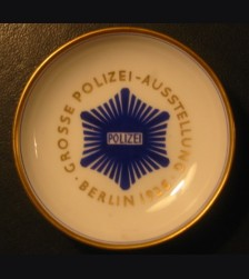 KPM Plate Grosse Polizei Austellung/ 1926 # 551